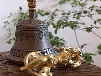 チベット高僧によって使われるベル・ドルジェ